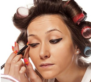 کشیدن پوست در زمان آرایش کردن