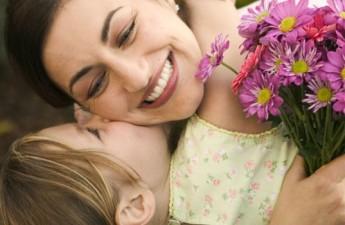 راهنمای خرید عطر برای روز مادر: عطری با رایحه عشق مادری