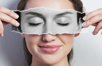راهکارهای آرایشی برای پنهان کردن پف زیر چشم