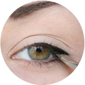 8-Make-Eyes-Appear-Larger