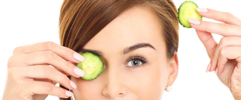 ۷ روش ساده برای رفع پف چشم