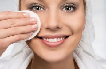 ۷ اشتباه در پاک کردن آرایش