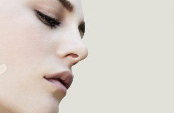چگونه از کانسیلرهای رنگی در آرایش صورت استفاده کنیم؟