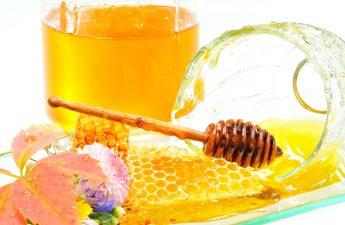 ۱۲ ویژگی شگفتانگیز عسل برای زیبایی پوست