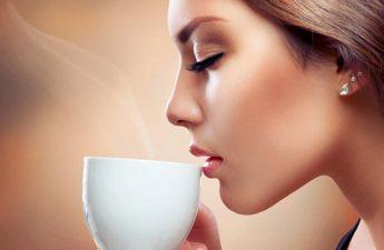آیا نوشیدن مایعات به زیبایی پوست کمک میکند؟