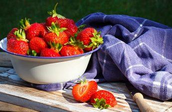 ۱۰ خاصیت شگفتانگیز توت فرنگی برای سلامتی و پوست