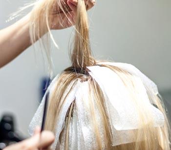 شیوه استفاده از مواد دکلره روی مو