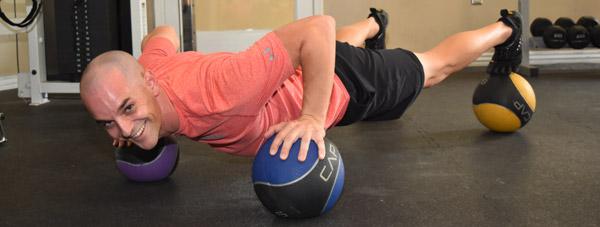 شنا، شناختهترین نوع تمرینهای ورزشی با استفاده از وزن بدن است