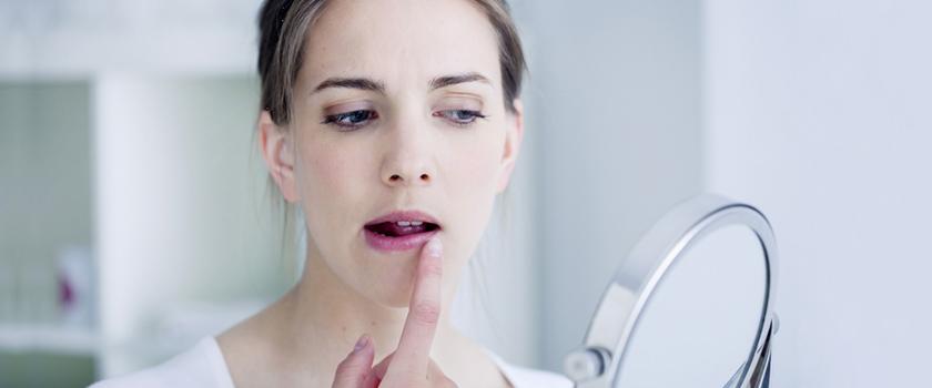 ۸ روش خانگی و ساده برای درمان ترک لب
