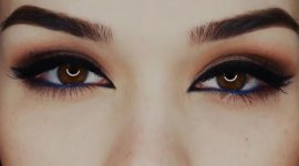 چشمان خود را زیبا و پرجذبه آرایش کنید