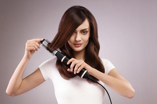 سشوار برس دار چرخشی برای حالت دادن به موهای صاف