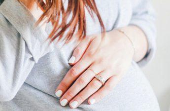 نکاتی که خانمهای باردار در زمان خرید لاک باید به آنها توجه کنند