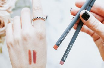 راهنمای خرید انواع مداد لب متناسب با رنگ پوست