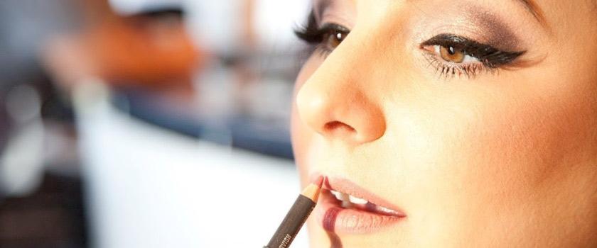 ترفندهای استفاده از مداد لب برای آرایش حرفهای لبها
