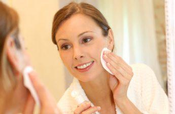 معرفی روشهای درست استفاده از پاک کننده آرایش