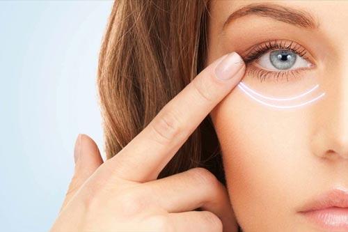 ضرورت استفاده از کرم دور چشم
