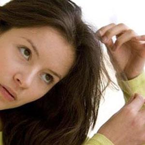ریزش مو با کندن قسمتهایی از مو