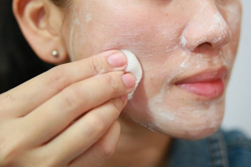 صورت را حتماً با شیرپاککن تمیز کنید