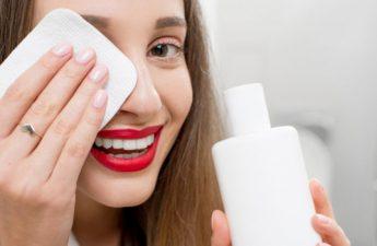 راهنمای جامع پاککردن مواد آرایشی ضدآب
