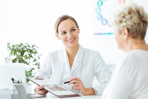 زمان مراجعه به پزشک برای خرید کرم ضد لک
