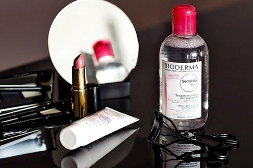 پاککردن آرایش ضدآب با آبهای میسلار