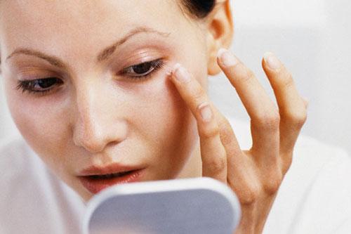 بهترین کرم برای جلوگیری از خشکی پوست دور چشم