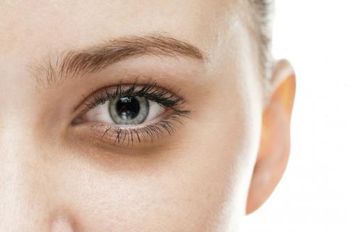 بهترین کرم برای ازبینبردن تیرگیهای زیر چشم