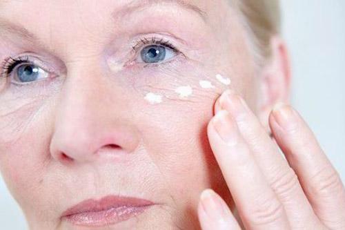بهترین کرم برای پوست افرادی که پا به سن گذاشتهاند