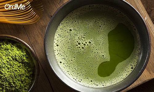 استفاده از پلی فنول چای سبز باعث بهبود لک های تیره روی پوست میشود.