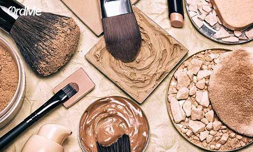 استفاده درست از کرم پودر به داشتن آرایش زیبا کمک میکند.