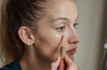 آشنایی با ترتیب درست استفاده از کانسیلر و کرم پودر در آرایش