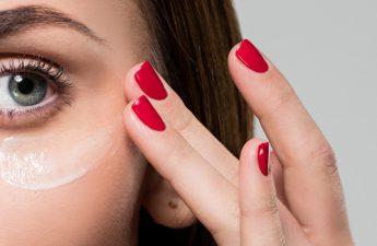 بررسی مهمترین ترکیبات بهترین کرم های دور چشم و نکات کاربردی آن