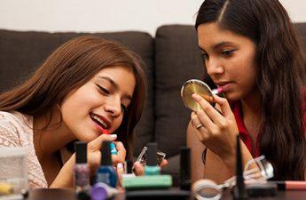 با لوازم آرایش مناسب دختران نوجوان به طور کامل آشنا شویم
