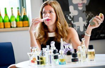 آموزش گام به گام ساخت عطر زنانه مورد علاقه تان در خانه
