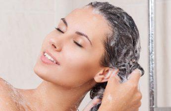 همه چیزهایی که لازم است از شستن مو به کمک شامپو بدانیم
