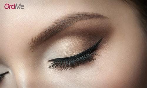با استفاده از کانسیلر جذابیت بیشتری به پلکهای چشم بدهید