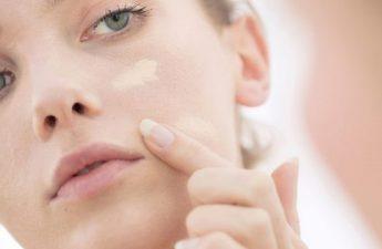 ترفندهایی برای یکدست کردن رنگ صورت و گردن در زیرسازی آرایش