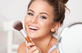 چطور با استفاده از هایلایت آرایش صورت خود را جذاب تر کنیم؟