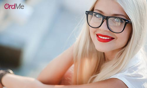 نکات مهم آرایشی برای افرادی عینکی