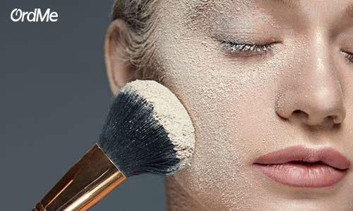 مات و تثبیت کردن آرایش صورت با کمک پنکیک