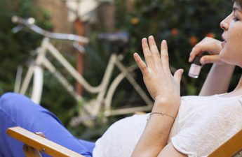 عوراض کاشت ناخن مصنوعی در دوران بارداری