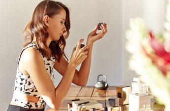با روش های ماندگار کردن عطر زنانه خوشبو آشنا شوید