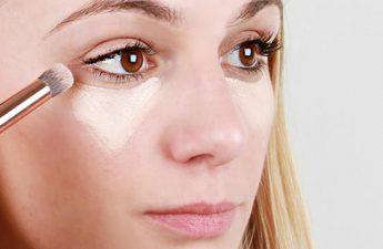 رفع تیرگی دور چشم | به کمک کانسیلر، کرم و چای کیسه ای