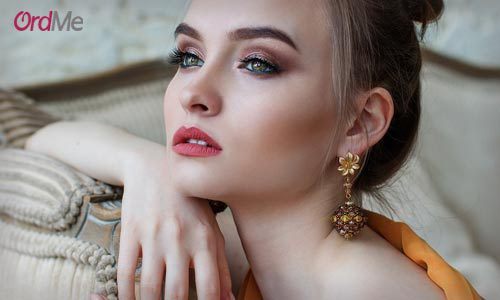 اهمیت استفاده از کانسیلر برای پوشاندن لک