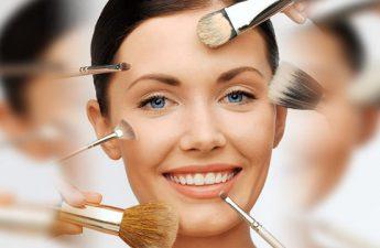 انواع پد آرایشی و برس مناسب زیرسازی آرایش صورت