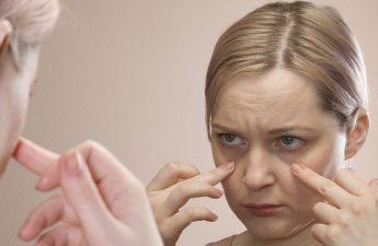 روش های درمان پف زیر چشم چیست و کدام بهتر است؟