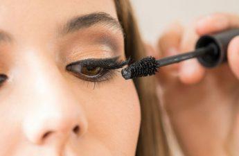 عوارض استفاده از ریمل تقلبی و خط چشم نامرغوب چیست؟