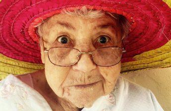 آشنایی با لکه های پیری و روش های پیشگیری و درمان آن