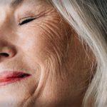 عوامل ایجاد چین و چروک در اطراف چشم چیست؟
