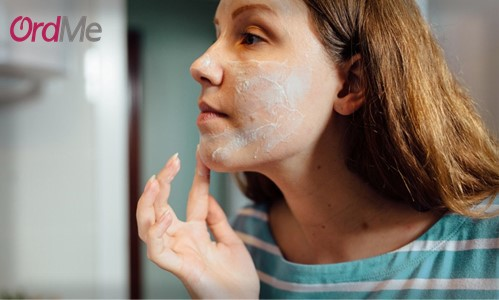 آرایش سنگین علت جوش زدن پوست بعد از آرایش